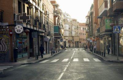 Οι τοπικές αρχές στην Καταλονία ανακοίνωσαν επιπλέον μέτρα για την ανάσχεση της πανδημίας, απαγορεύοντας τις δημόσιες συναθροίσεις άνω των έξι ατόμων.