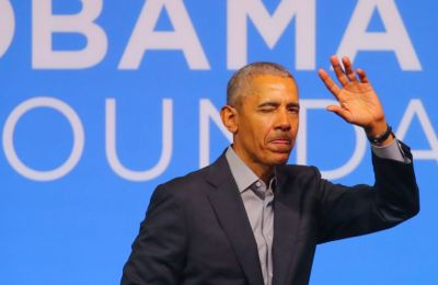 Ο Obama έκανε μια ανάρτηση το Twitter ανεβάζοντας μια φωτογραφία με την αγαπημένη του Michelle Obama καλώντας τους Αμερικανούς να του στείλουν μήνυμα και ο σκοπός του είναι πολύ ιδιαίτερος