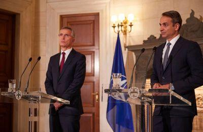 Η επικοινωνία Μητσοτάκη – Στόλτενμπεργκ πραγματοποιείται μία ημέρα μετά την τηλεφωνική συνομιλία που είχε ο επικεφαλής της Βορειοατλαντικής Συμμαχίας με τον Τούρκο πρόεδρο