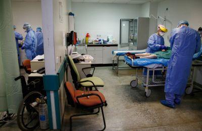Όσον αφορά τις κλίνες Μονάδων Εντατικής Θεραπείας, επανέλαβε: «Αυξήσαμε τις κλίνες στις ΜΕΘ των νοσοκομείων μας από 557 σε 941 και σύντομα θα φτάσουμε στις 1.200»