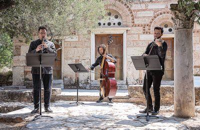 «Επιθυμία μας είναι να τιμήσουμε την ελληνική μουσική δημιουργία, από την κρητική Αναγέννηση έως και σήμερα», λέει ο Γιώργος Κουμεντάκης