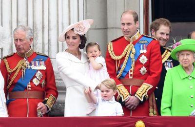 Η κόρη του πρίγκιπα Andrew, δημοσίευσε μια πολύ γλυκιά φωτογραφία στον λογαριασμό της στο Instagram στην οποία κρατάει ένα ζευγάρι μικρά παπουτσάκια με αρκουδάκια επάνω