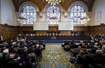 Εύλογα γεννάται το ερώτημα ως προς το τι πράγματι ορίζει το Διεθνές Δίκαιο επί των επίμαχων θεμάτων επί των οποίων διαφωνούν οι δύο χώρες