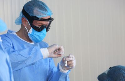 Ένα από τα μέτρα που εξετάζονται, σύμφωνα με όσα είπε ο κ. Κικίλιας, είναι η καθολική χρήση μάσκας.