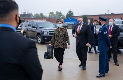 Η επίσκεψη του επικεφαλής της αμερικανικής διπλωματίας, ο οποίος συνοδεύεται από τη σύζυγό του, Σούζαν, θα ολοκληρωθεί με την επίσκεψή του στο Εβραϊκό Μουσείο Θεσσαλονίκης.