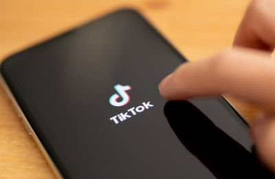 Σύμφωνα με την TikTok, οι περιορισμοί αυτοί θα έχουν ως συνέπεια να καταστήσουν αδύνατη τη χρήση της αναφερόμενης εφαρμογής στις ΗΠΑ (EPA/HAYOUNG JEON)