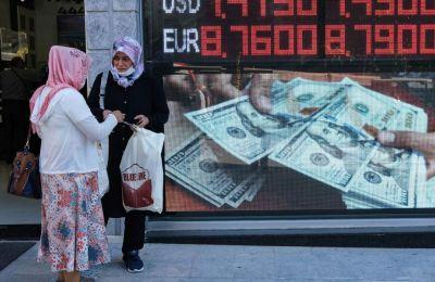 Η ισοτιμία του τουρκικού νομίσματος έκανε βουτιά 1,5% στις 7,79 λίρες ανά δολάριο.