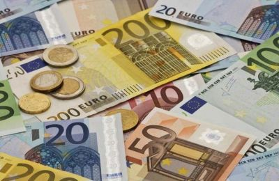 Οι μέσες ακαθάριστες μηνιαίες απολαβές των ανδρών κατά το δεύτερο τρίμηνο του 2020, εκτιμούνται στα €2.044 και των γυναικών στα €1.773.