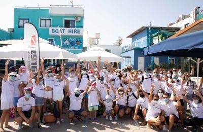 Περίπου 70 εθελοντές από την εφημερίδα «Η Καθημερινή» του ομίλου SppMedia, τις υπεραγορές ΑΛΦΑΜΕΓΑ και το Latchi Watersports ανέλαβαν δράση.
