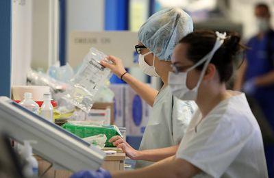 Σύμφωνα με πληροφορίες της «Κ», αριθμός ασθενών μέχρι το μεσημέρι της Δευτέρας αφορούσε την ηλικιακή ομάδα 20-30 ετών (Φωτογραφία: ΚΥΠΕ).