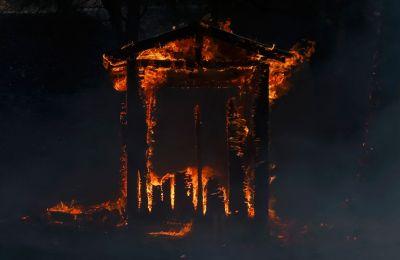 Η πυρκαγιά αυτή, η οποία ονομάστηκε Glass Fire, ξέσπασε προχθές πριν από το ξημέρωμα κοντά στο Καλιστόγκα