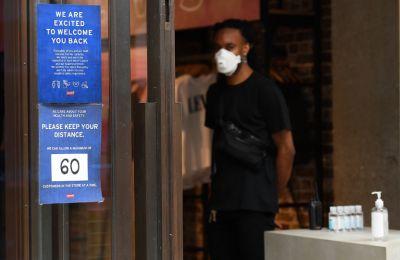 H βρετανική κυβέρνηση επέβαλε από την προηγούμενη εβδομάδα κλείσιμο των καταστημάτων εστίασης και των μπαρ στις 10 το βράδυ (φωτο: ΚΥΠΕ).
