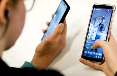 Σύμφωνα με το Bloomberg, η αγωγή προήλθε μετά από αναφορές ότι η εφαρμογή φάνηκε να έχει πρόσβαση σε κάμερες συσκευών iPhone, ακόμα και όταν οι χρήστες, δεν τις χρησιμοποιούσαν.