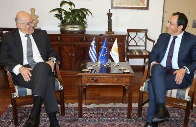 Tο απόγευμα της ίδιας μέρας, ο κ. Χριστοδουλίδης θα συναντηθεί με τον Υπουργό Εξωτερικών της Ελλάδας κ. Δένδια, ο οποίος θα επισκεφθεί την Κύπρο στο πλαίσιο των τακτικών επαφών Λευκωσίας – Αθήνας.