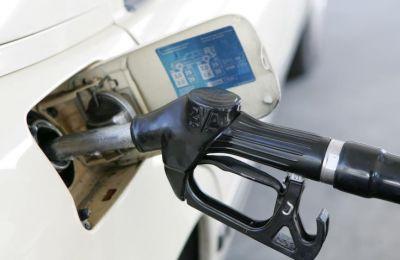 Όσον αφορά ειδικότερα στις πωλήσεις από πρατήρια πετρελαιοειδών, αυτές παρουσίασαν πτώση της τάξης του 4,4% στους 52.633 τόνους.