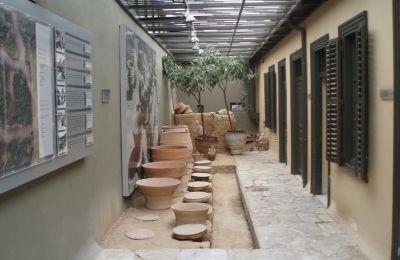 Το εσωτερικό του Μουσείου Νεότερης Κεραμικής