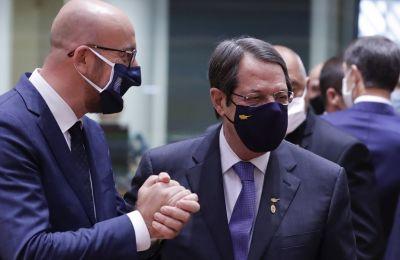 Σύμφωνα με το «Politico», το προσχέδιο περιέχει και καρότο και μαστίγιο για την Τουρκία.