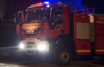 Για την κατάσβεση της επιχειρούν 2 πυροσβεστικά οχήματα από Σταθμούς της Λευκωσίας ενώ η πυρκαγιά είναι ορατή από τον αυτοκινητόδρομο.