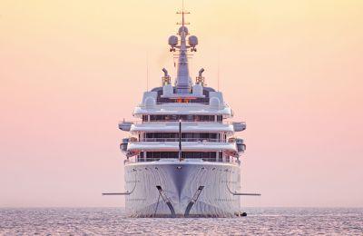 Ένα γιγαντιαίο γιοτ (Gigayacht), το οποίο έπιασε «μόλις» τα 168 εκατ. δολάρια