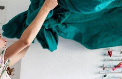 Το πλυντήριο: Αν κάνεις τακτικά πλύσεις μόνο με νερό, σόδα και λευκό ξίδι, το πλυντήριο θα χρειάζεται μόνο μια φορά τον χρόνο καθάρισμα με βρεγμένη πετσέτα