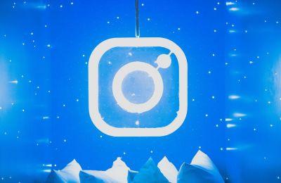 Το Instagram κυκλοφόρησε για πρώτη φορά στις 6 Οκτωβρίου 2010 και με αφορμή την συμπλήρωση των δέκα πρώτων του χρόνων, έκανε την αλλαγή