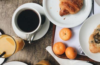 Η μελέτη έδειξε πως ανεξάρτητα με την ποιότητα του βραδινού ύπνου σας, η κατανάλωση του πρωινού γεύματος αντί για καφέ, βοηθά στην ισορροπία των σακχάρων στο αίμα