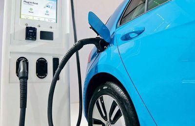 Η πανδημία του κορωνοϊού έχει επιφέρει πλήγμα στην παγκόσμια αγορά αυτοκινήτων -συμπεριλαμβανομένων και των ηλεκτρικών- η οποία κατέγραψε πτώση 15% στο δεύτερο τρίμηνο.