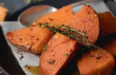 Κρατάμε το φαγητό εύκολο, πολύχρωμο, υγιεινό και νόστιμο με αυτές τις νόστιμες γλυκοπατάτες.