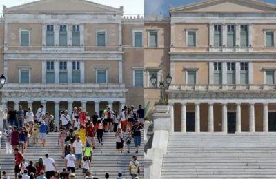 Αν και τα κρούσματα έχουν αυξηθεί σημαντικά τις τελευταίες εβδομάδες, η Ελλάδα εξακολουθεί να έχει ένα από τα χαμηλότερα ποσοστά θανάτων στην Ευρώπη.
