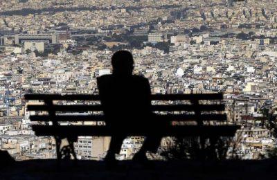 Η πρώτη πρόταση νόμου κατατέθηκε εκ μέρους της ΕΔΕΚ  με σκοπό τη θέσπιση νέας νομοθεσίας για καθολική αναστολή όλων των διαδικασιών εκποιήσεων μεχρι το τέλος του 2020