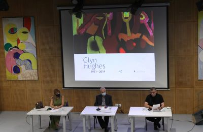 Ο Γιάννης Τουμαζής είπε ότι ο Χιουζ δημιούργησε τις προϋποθέσεις εκείνες που ενθάρρυναν την ενεργή συμμετοχή του κοινού στα όσα καινούργια συνέβαιναν στον χώρο της τέχνης.