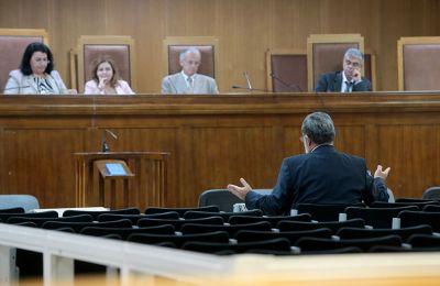 Ο δικηγόρος δεν απάντησε αν βρίσκεται ή όχι στην Ελλάδα και τόνισε πως δεν έχει μιλήσει μαζί του.