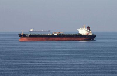 Το πλοίο βρέθηκε σε ακυβερνησία λόγω μηχανικής βλάβης.