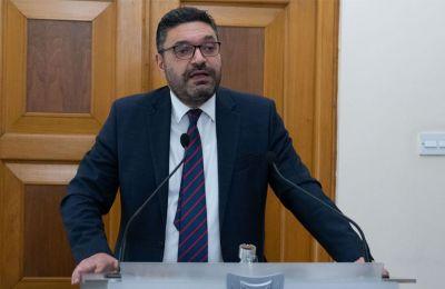 ΥΠΟΙΚ: Το γραφείο Παπαδόπουλου με διψήφιο αριθμό διαβατηρίων