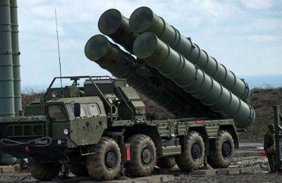 «Ένα λειτουργικό σύστημα S-400 δεν είναι συμβατό με τις δεσμεύσεις που έχει αναλάβει η Τουρκία ως σύμμαχος των ΗΠΑ και του ΝΑΤΟ», τόνισε ο Χόφμαν.