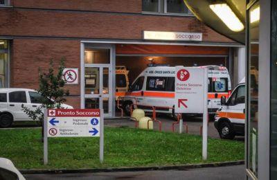 Oι Ιταλοί γιατροί εκφράζουν την αγωνία τους για τους υπερπλήρεις θαλάμους των νοσοκομείων