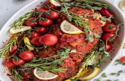 Φανταστικό οικογενειακό πιάτο που αρέσει σε μικρούς και μεγάλους. Συνοδεύεται με ρύζι, πουρέ ή πατάτες.