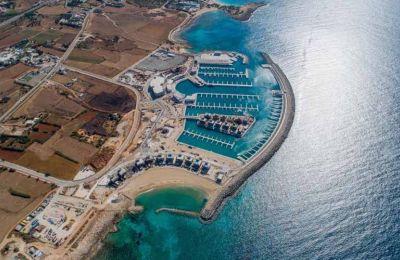 Οι πιθανοί πελάτες της μαρίνας προέρχονταν από το Ισραήλ, το Λίβανο και την Αίγυπτο, οι οποίες λόγω αλλαγής στην κατηγοριοποίηση τους, δεν μπορούν πλέον να μεταφέρουν τα σκάφη τους για ελλιμενισμό