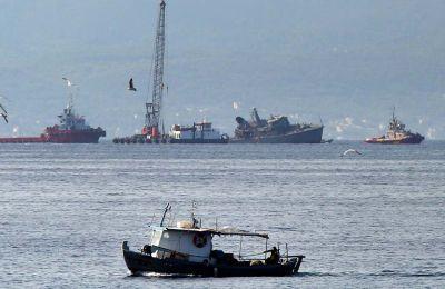 Σύμφωνα με πληροφορίες, το πλοίο κυριολεκτικά κόπηκε στα δύο. Χαρακτηριστικό, άλλωστε, είναι ότι η ρυμούλκησή του στον ναύσταθμό της Σαλαμίνας έγινε σε δύο τμήματα.