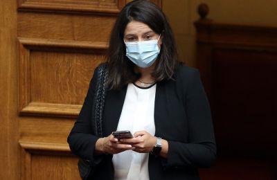 Σε ανάρτησή της, ανέφερε ότι ο σύζυγός της εμφάνισε συμπτώματα της COVID-19 και ελέγχθηκαν.