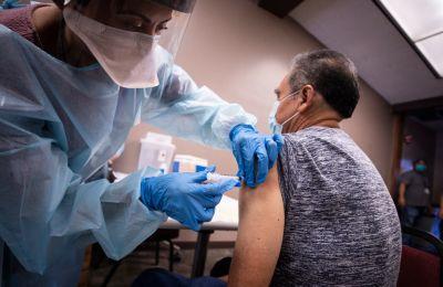 ΕΕ: Δεν θα υπάρξουν επαρκείς δόσεις εμβολίων κατά της Covid-19