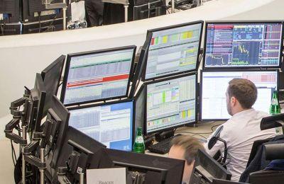Η έξαρση της πανδημίας φοβίζει τους επενδυτές