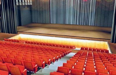 Παρά τα προβλήματα και κυρίως την ανασφάλεια για την εξέλιξη της πανδημίας και την αύξηση των κρουσμάτων, τα θέατρα ανακοινώνουν παραστάσεις
