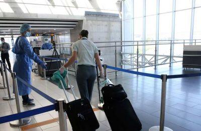 Aναχωρούν άρον άρον οι Βρετανοί τουρίστες από την Κύπρο