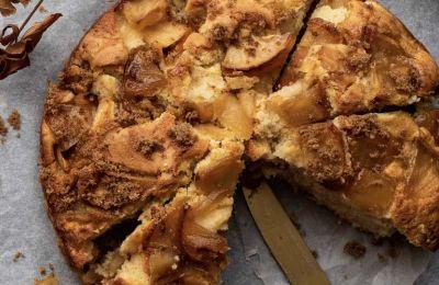 Πολύ πρακτικό και γρήγορο γλυκό, με υπέροχη μυρωδιά και νόστιμα καραμελωμένα μήλα.