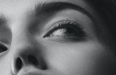H ενυδάτωση είναι το Α και το Ω στην περιποίηση προσώπου, πόσο μάλλον των ματιών μας, των οποίων το δέρμα είναι πολύ ευαίσθητο και λεπτό