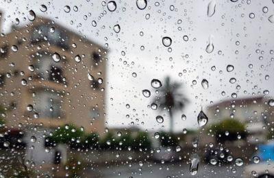 Την Πέμπτη ο καιρός θα είναι κατά διαστήματα συννεφιασμένος με μεμονωμένες βροχές ή καταιγίδα κυρίως στα ανατολικά και στα νότια.