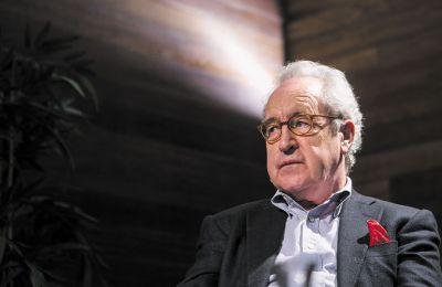 O Τζον Μπάνβιλ τιμήθηκε με Μπούκερ το 2005 για το μυθιστόρημα «Η θάλασσα»