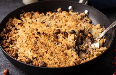Μια ωραία επιλογή για ένα γιορτινό γλυκό. Το crumble αυτό είναι νόστιμο και φτιάχνεται εύκολα και γρήγορα.