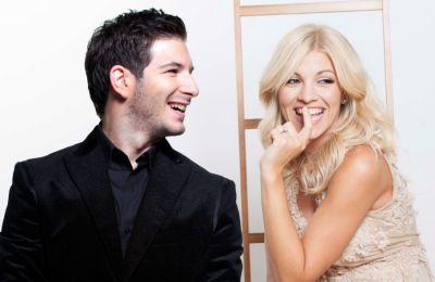 Συμμετέχουν οι τραγουδιστές  Αλίκη Χρυσοχού, Άνδρέας Αροδίτης, Ριάνα Αθανασίου.